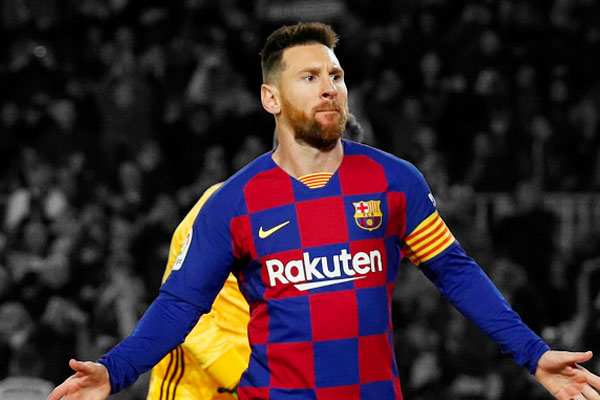 Lionel Messi scored a 34th hat-trick in the Spanish League, equaling Cristiano Ronaldo