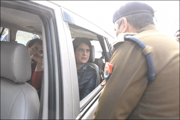 UP police stopped Rahul Gandhi andPriyanka Gandhi  on the Meerut border citing the law.