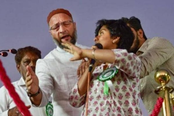 Girl yells Pakistan Zindabad during Owaisi rally AIMIM chief stops her and criticises her statement