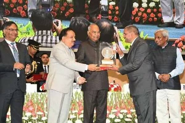 President of Meerut honored by the President, has organized  Vighyan Bhawan