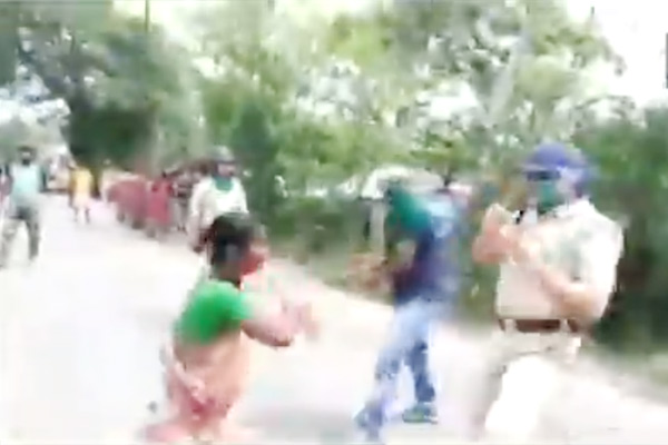 Locals clash with police over ration distribution in West Bengal amid lockdown