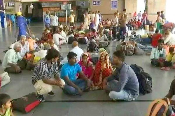 More than 1,500 stranded workers in Haryana brought to UP