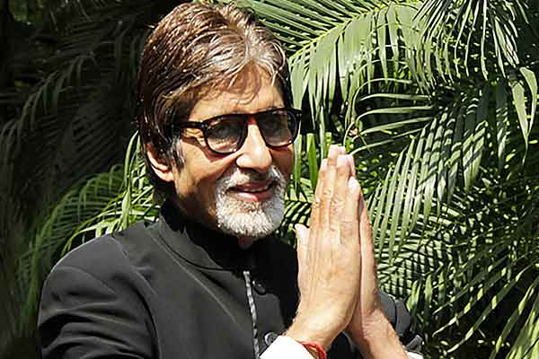 Doctors are God Amitabh Bachchan thanks health workers at Nanavati hospital video goes viral