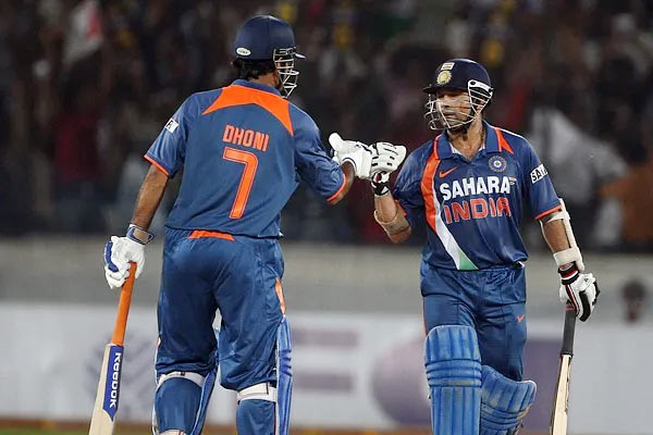 Saw MS Dhoni match-reading skills standing in slips and told BCCI he is next captain Sachin Tendulka