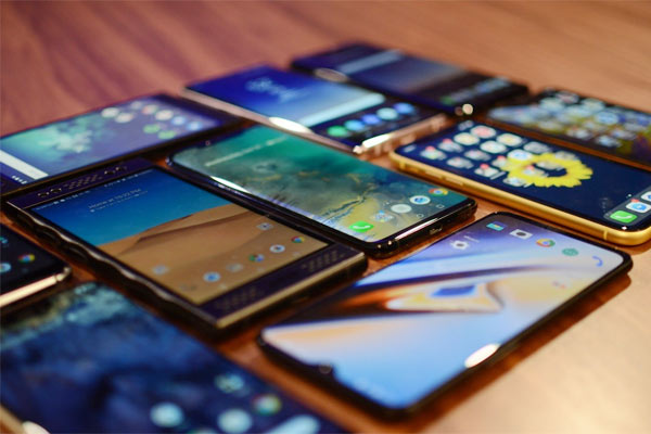 Indians buy record 5 crore smartphones in September quarter Canalis reports