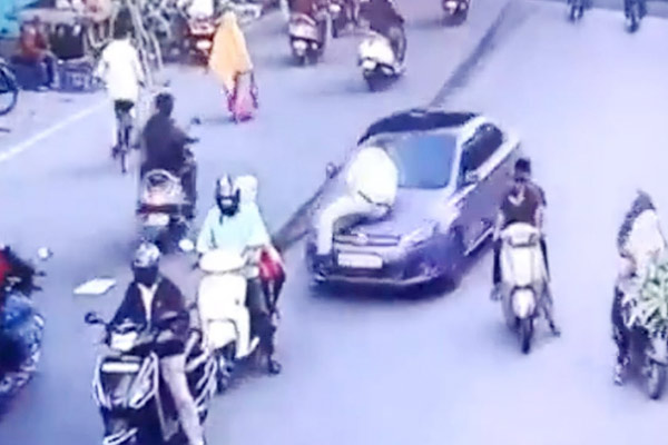 Nagpur Traffic Policeman Dragged on Cars Bonnet