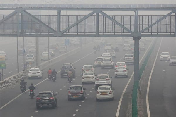 North India in the grip of fog, people choking with falling temperatures and cold wave