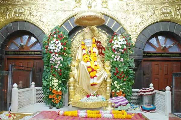 Shirdi : Only 12 thousand devotees visit every day, booking in advance is necessary.