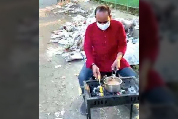 Lucknow man barbeques food with garbage