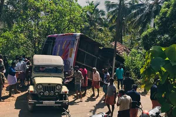 Uncontrolled bus collides with home in Kerala, 6 killed, 33 injured