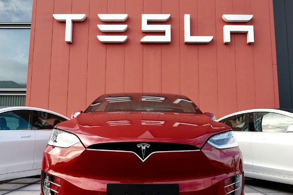 Tesla Delivers Record 499550 Electric Vehicles in 2020