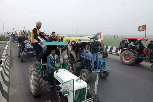 Tractor rally by farmers