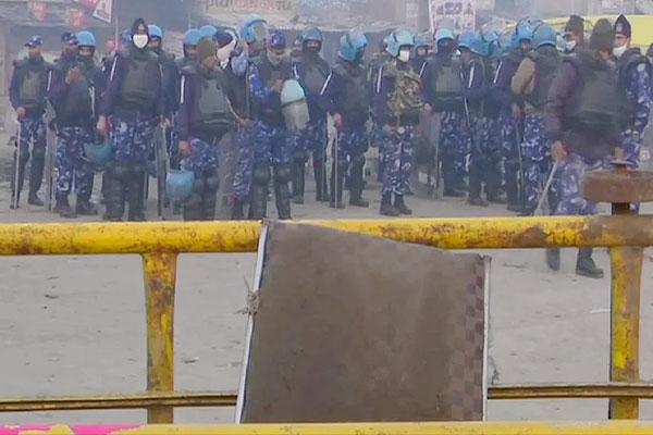 Delhi Tractor Rally violence FIR on 22 so far more than 300 policemen injured in attack
