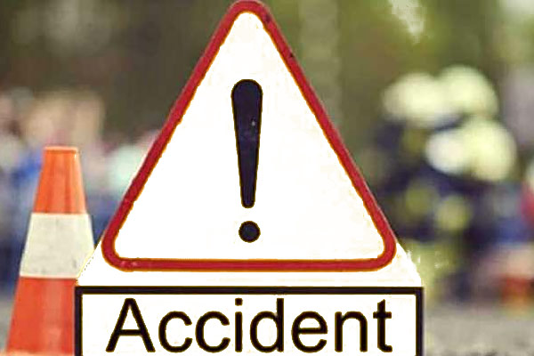 Road Accident in Maharashtra 3 Dead 8 Injured