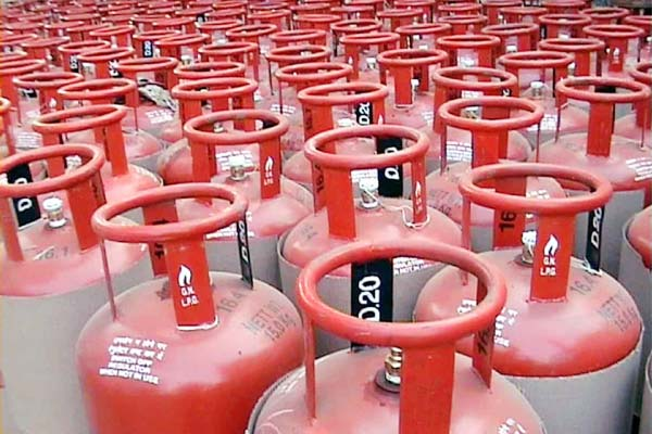LPG cylinder becomes expensive. Commercial gas cylinder prices reduced