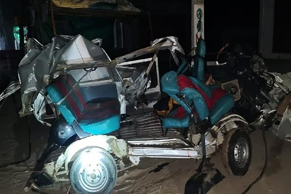 Road Accident After Car Collides With Truck In Mathura