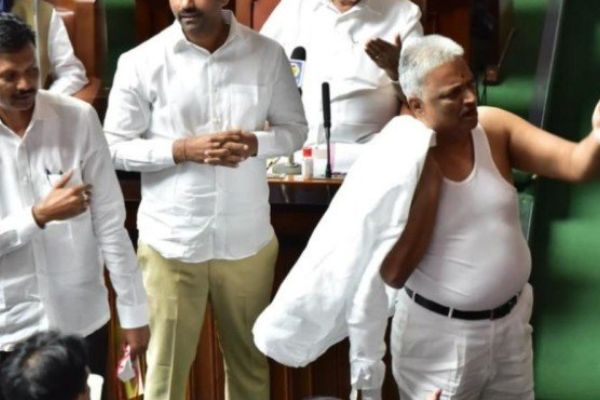 Congress MLA BK Sangameshwara removed his shirt in the Karnataka Assembly
