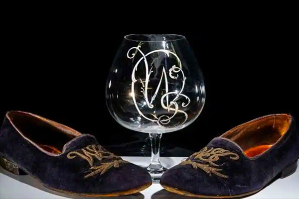 Winston Churchill&ampampamprsquos slippers auctioned